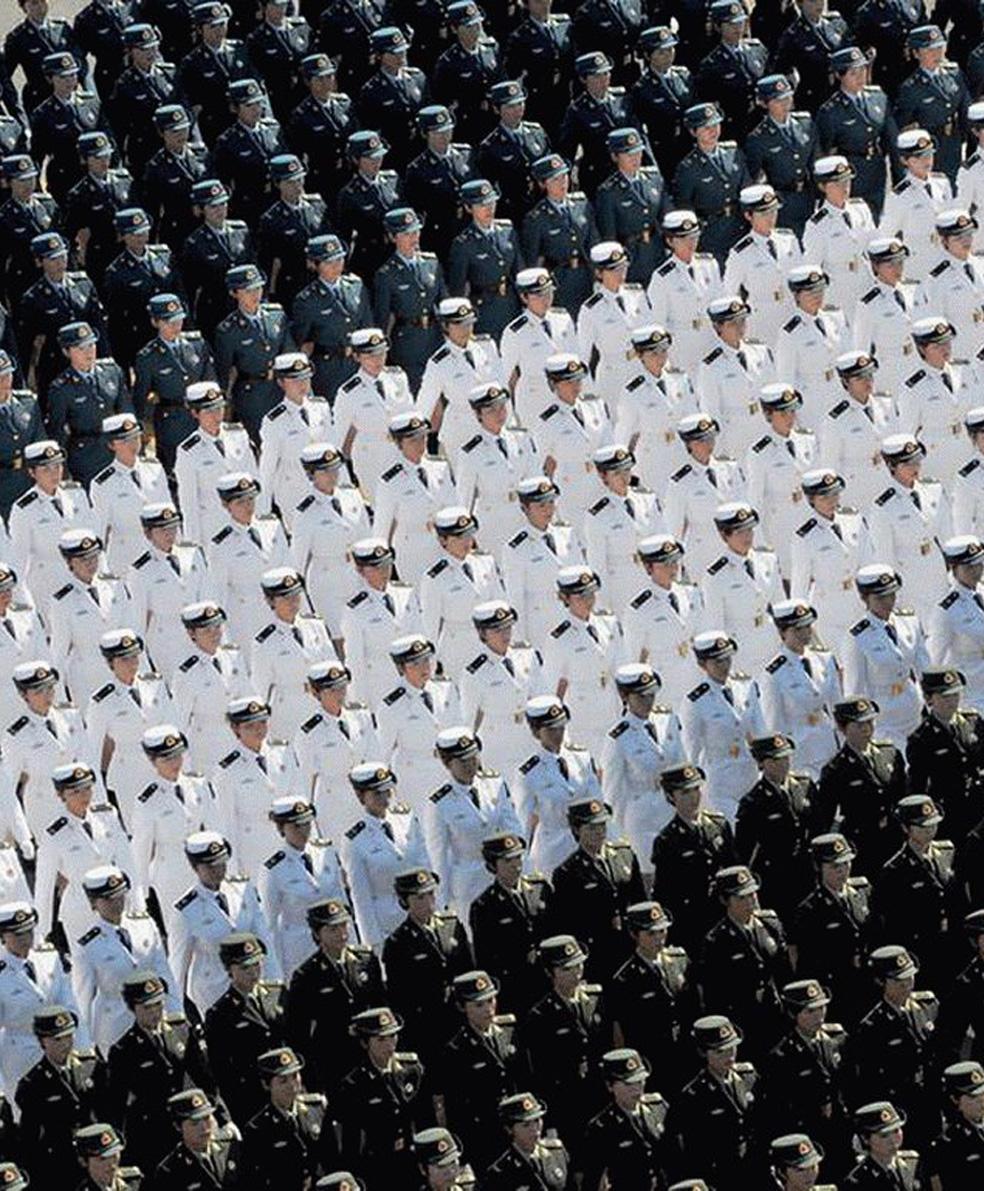 V27 bw army